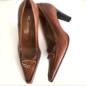 St. John collection brown leather heel
